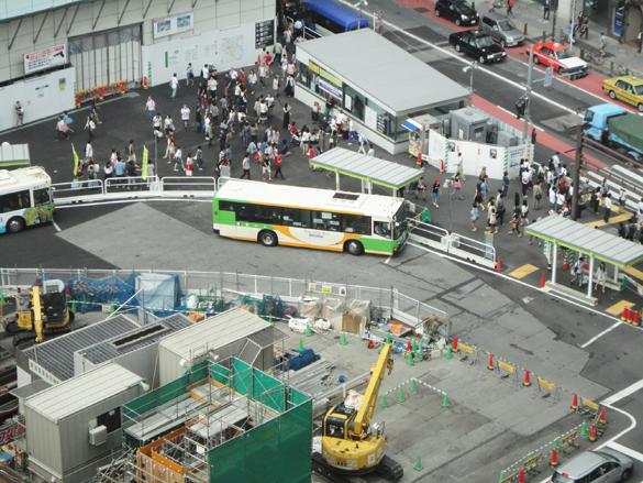 場所は渋谷のヒカリエ。渋谷にはいつも人人人